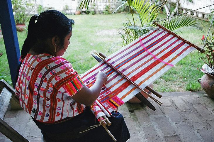 チアパス州 パンテロー マヤの織物 原始機