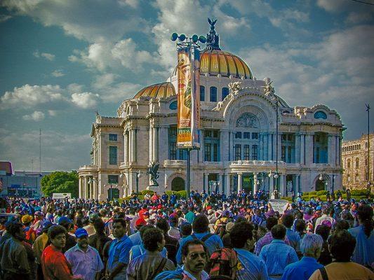 フリーダカーロ 展覧会 メキシコ国立宮殿