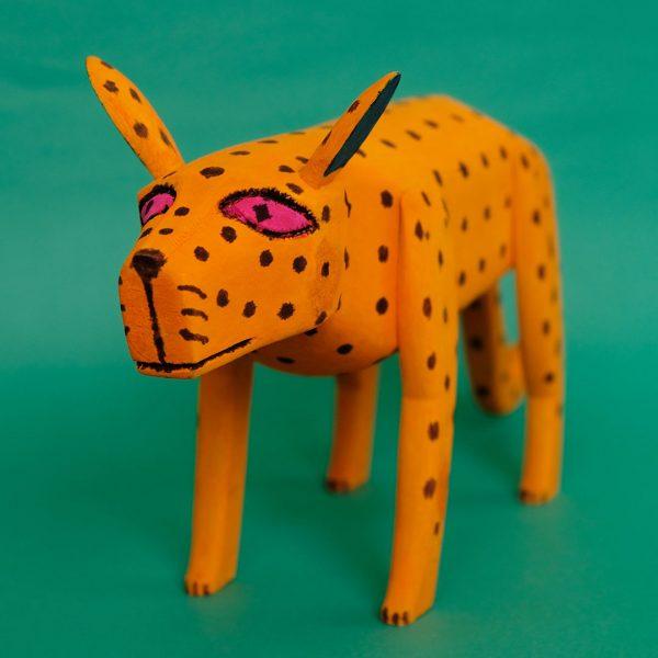 オレンジ犬 置物