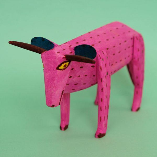 ピンク牛 置物